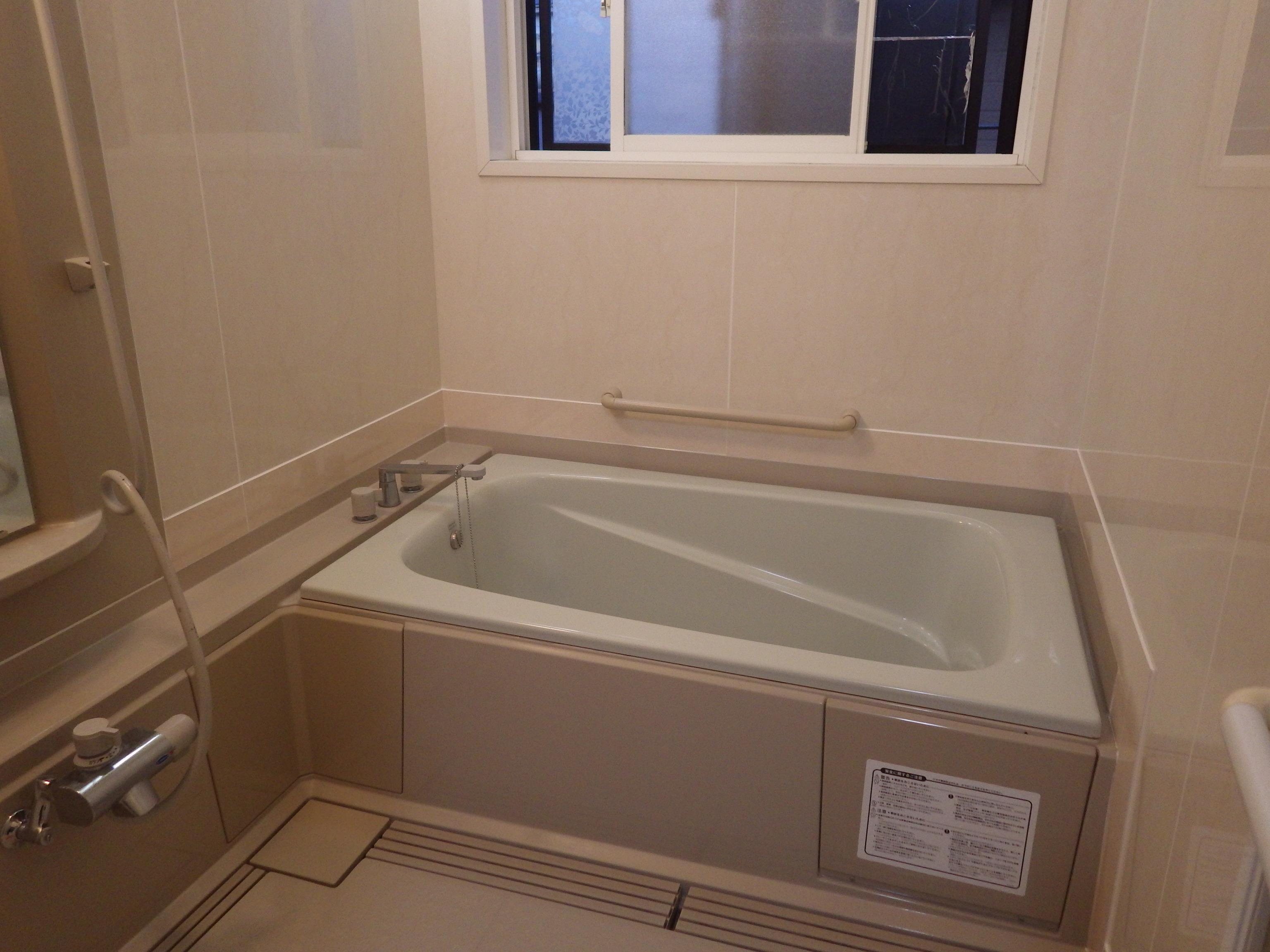 浴室壁パネル仕上げ工事