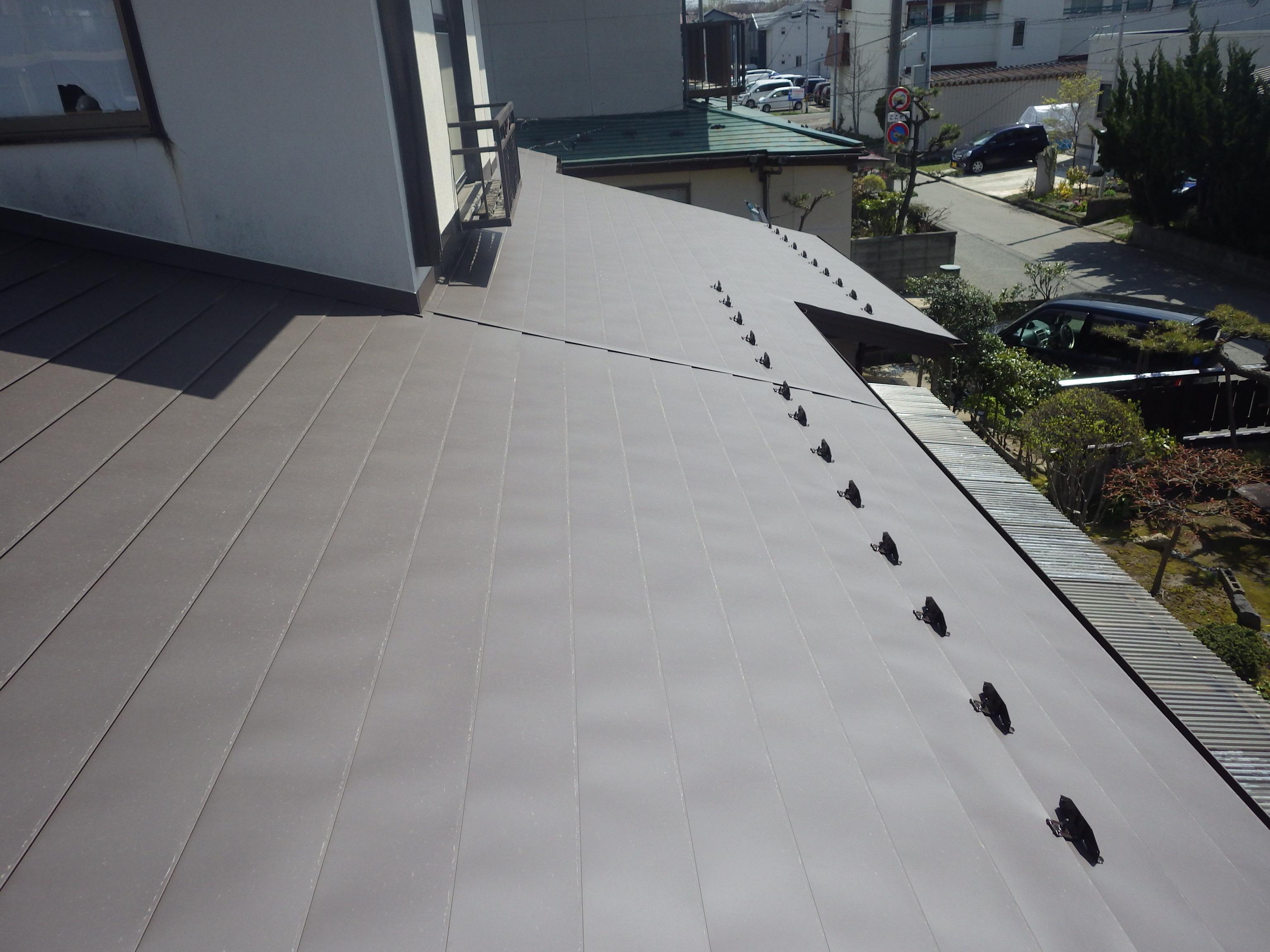 コロニアル(スレート屋根)からガルバリウム鋼鈑に葺替工事