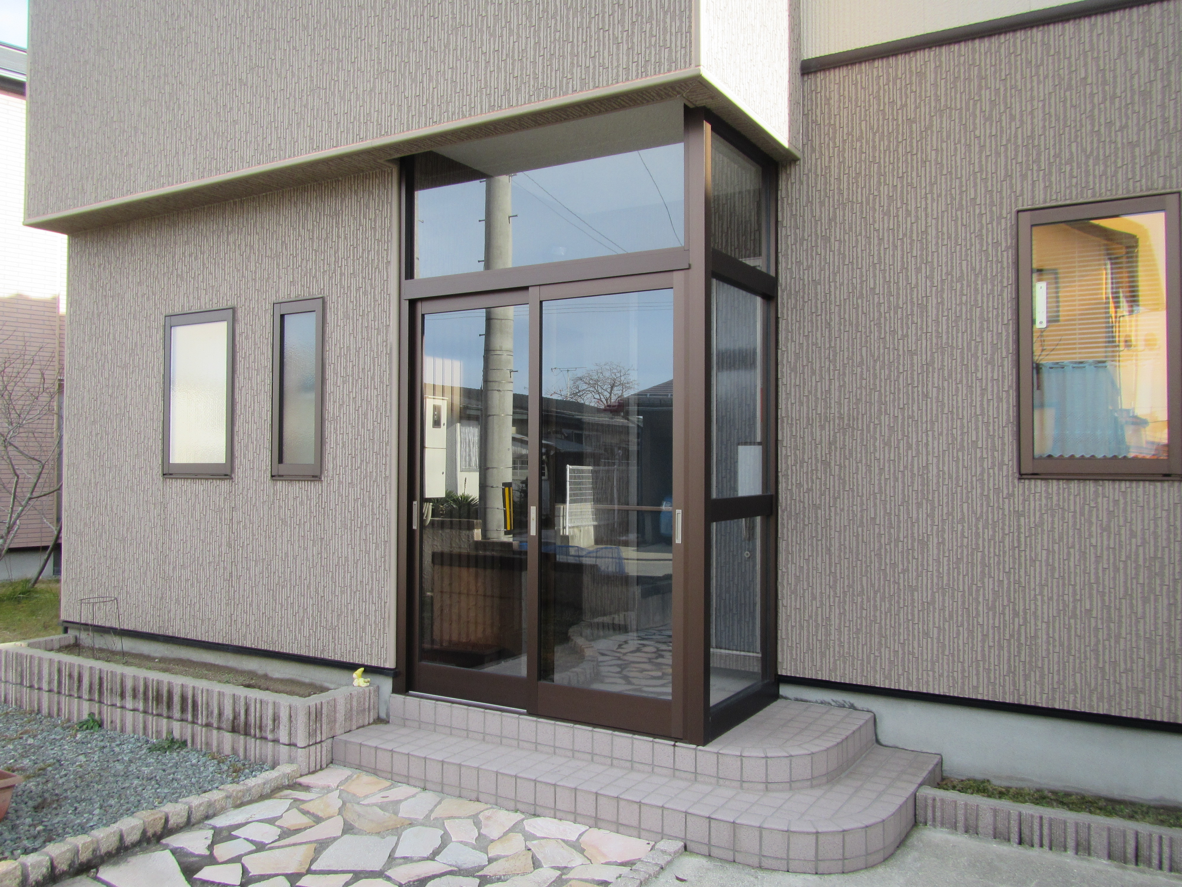 玄関ドアの錆を防止 風除室設置工事