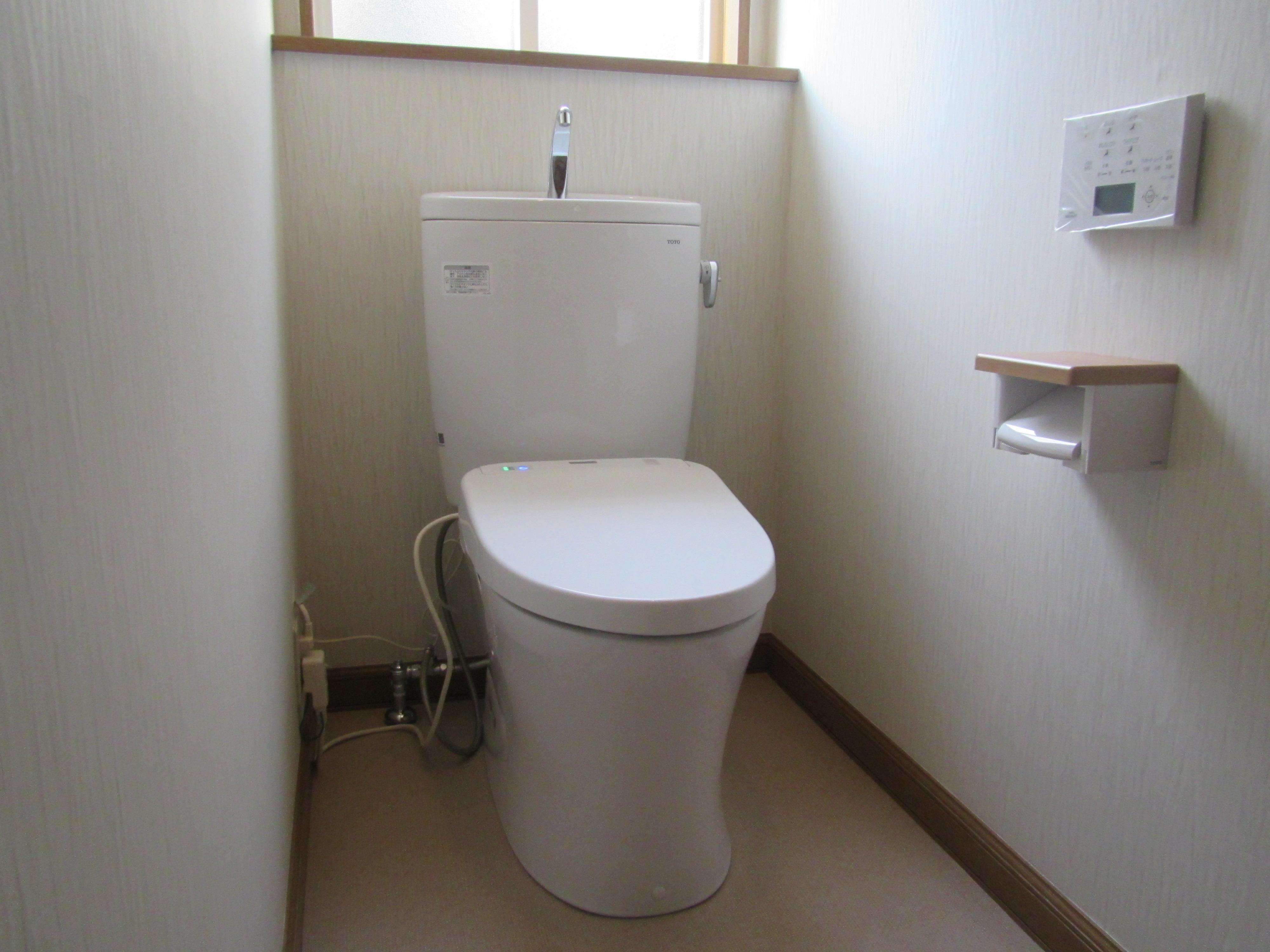 ウォシュレットと除菌水でキレイトイレに