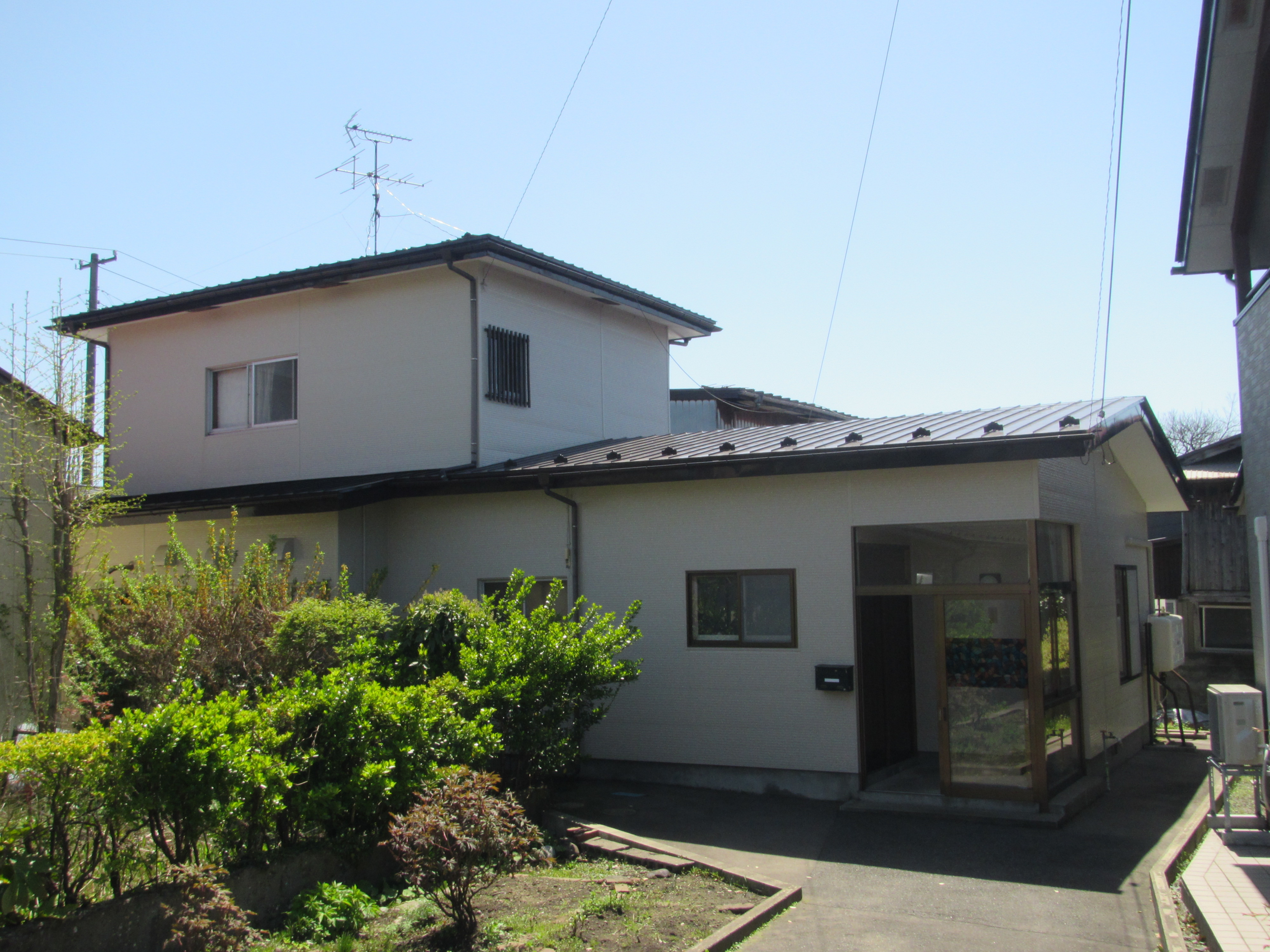 耐久性の高いスーパームキコートで屋根・外壁塗装